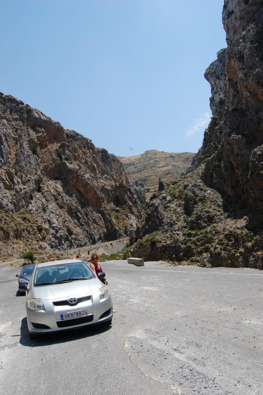 El Toyota Auris, por las retorcidas carreteras de Creta.