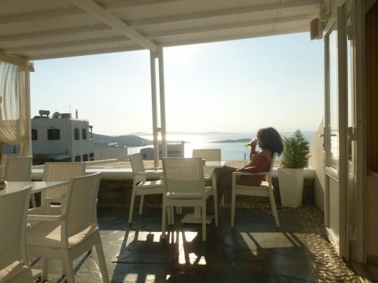 La terraza del siempre renovado Hotel Damianos  de Mikonos.