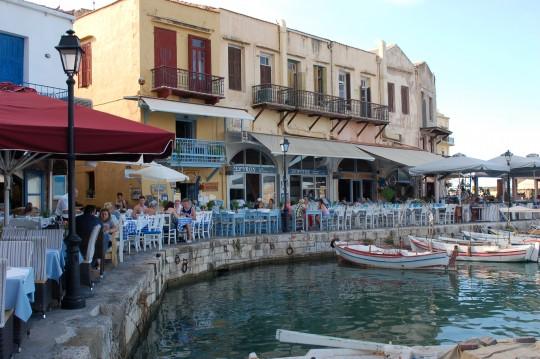 Restaurantes en el puerto de Rethymnon.