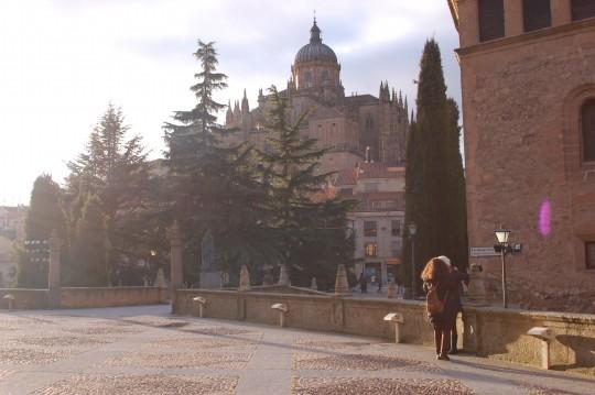 El sol salió ya tarde ante la Catedral.