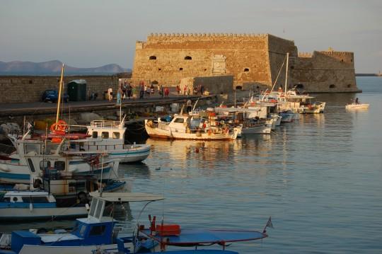 El puerto veneciano de Heraklion, al atardecer.