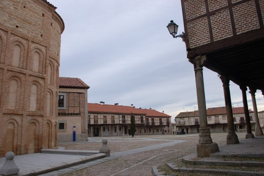 Desde un rincón de la plaza de la Villa de Arévalo.