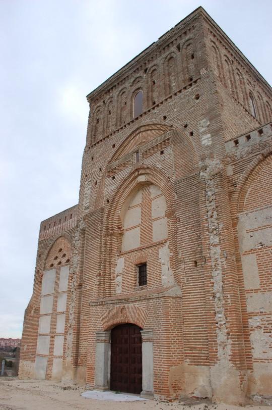 Vista frontal de la ermita.