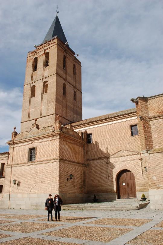 San Nicolás y su alta torre.