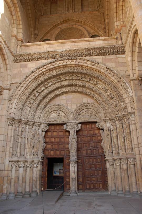 El pórtico principal de San Vicente.