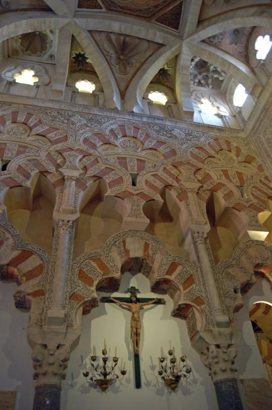 Crucifijo en el mihrab de la Mezquita de Córdoba.
