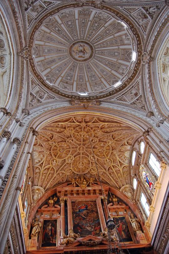 La Catedral dentro de la Mezquita.
