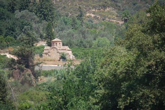 La iglesia bizantinaq de la Panayía, en el campo que rodea Fodele.