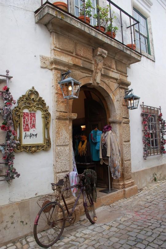 Una puerta casi veneciana.