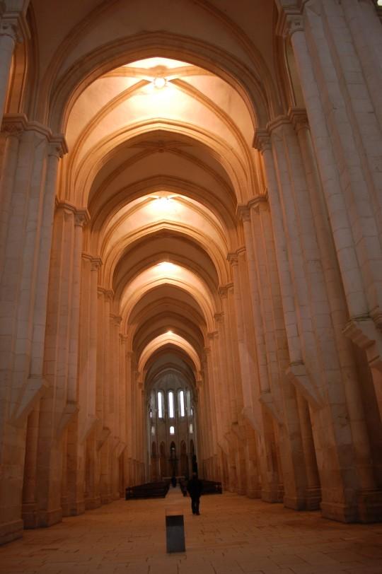 La nave central impresiona al entrar en la iglesia.