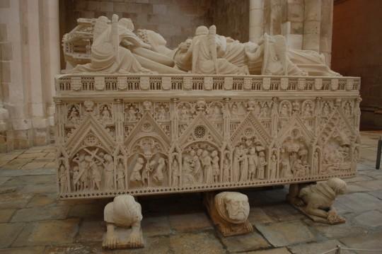 El sepulcro de la infortunada Inés de Castro.