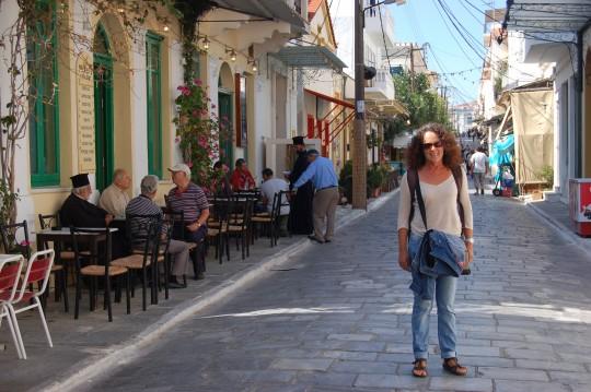 Calle principal de Hora, en Andros.