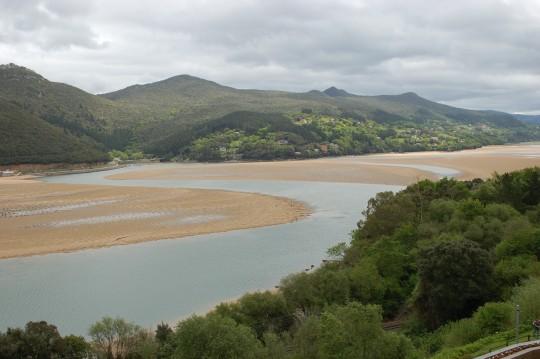 La ría, con marea baja, desde Portuondo.