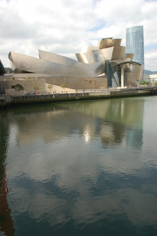 El Guggenheim y la ría de Bilbao.