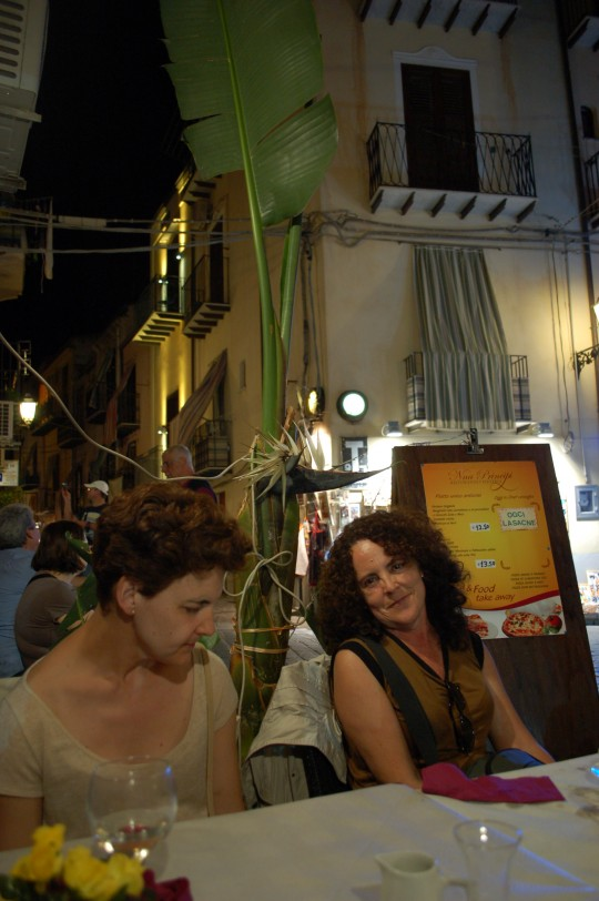 En la agradable  sabrosa trattoria Nina Principi, primera cena,
