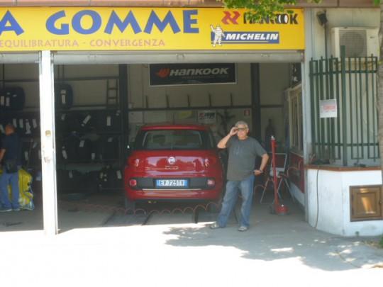 En el taller del gommista (seconda parte), cerca de Palermo.