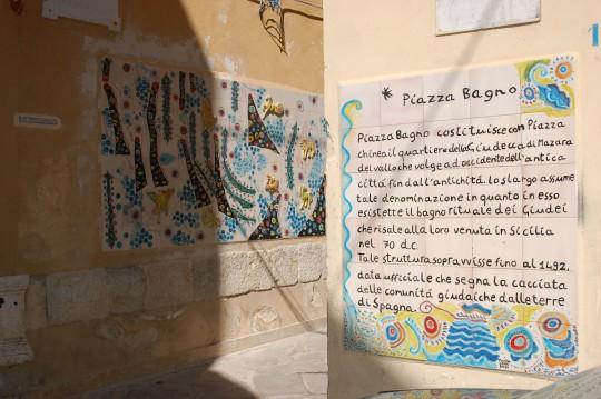 Cruce de esquinas en la Kashaba de Mazara, con recuerdo a los judíos expulsados de España.