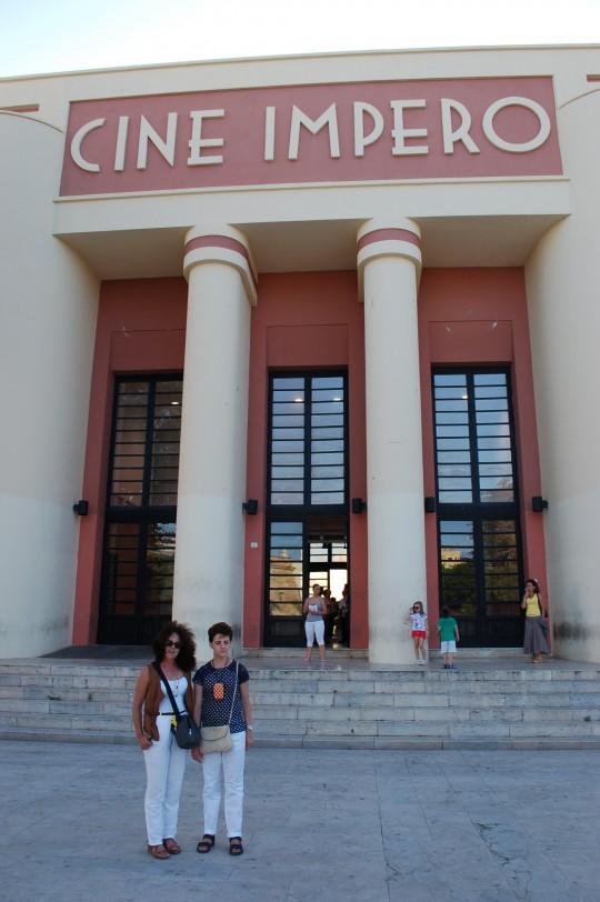 Un cine con aire mussoliniano en Marsala.