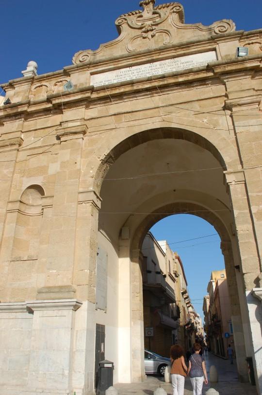 Entrando por la Porta Nuova.