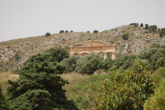 El templo de Segesta, allá arriba, pero en un valle.