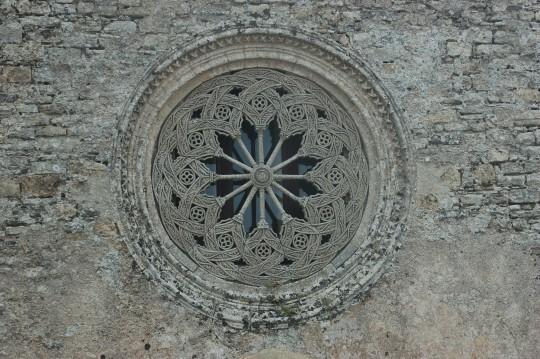 El hermoso rosetón de la catedral, visto desde el campanario.