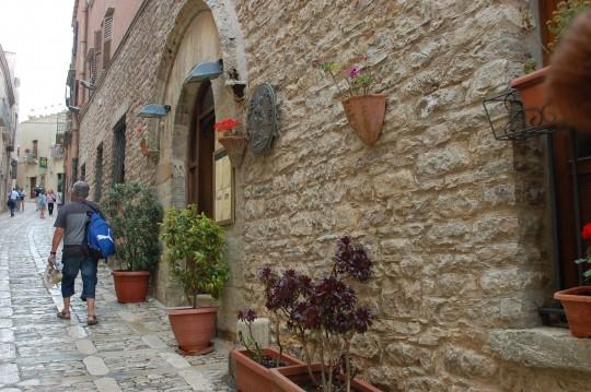 La calle principal de Erice (Corso Vittorio Emmanuelle) sube siempre.