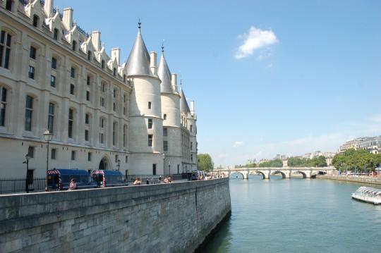 La antes siniestra Conciergerie, junto al Sena.