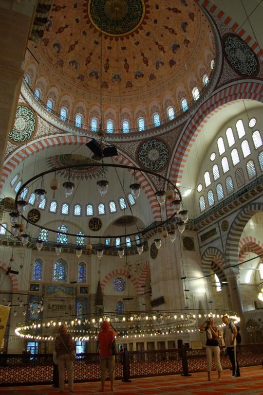 Interior de la mezquita Suleymaniye, en Estambul.