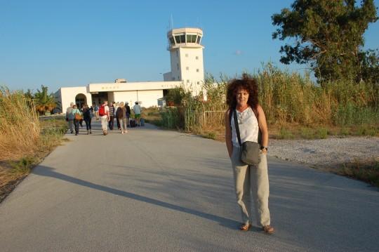 Amaneciendo en el aeropuerto de Milos.