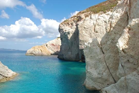 Tres imágenes de la playa de Firopótamos.