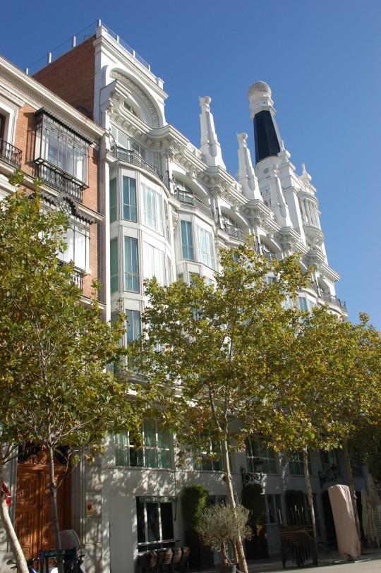 El Hotel Victoria, entre las plazas del Ángel y de Santa Ana.