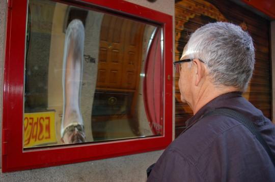 El homenaje esperpéntico a Valle Inclán en los espejos del Callejón del Gato.