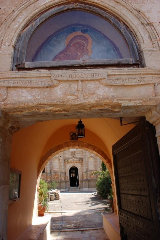 Entrada al monasterio Gouvernetos, cerrado por obras de restauración.