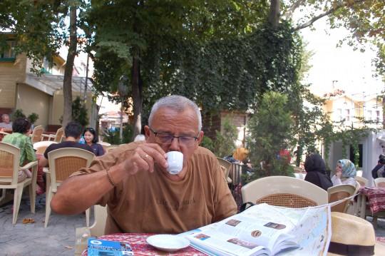 Un café turco y repasar los planos y guías...