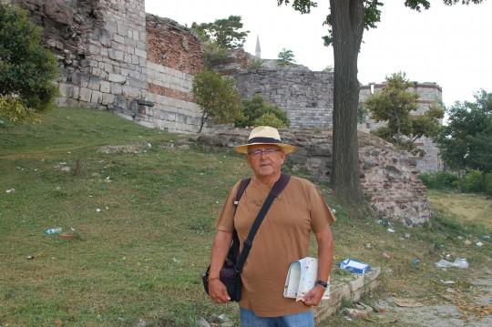 En la muralla de Teodosio, en el lugar donde comenzó la caída de Constantinopla.