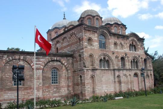 Vistas del interior y el exterior de la iglesia de Pammakaristós, actual mezquita de Fethiye.