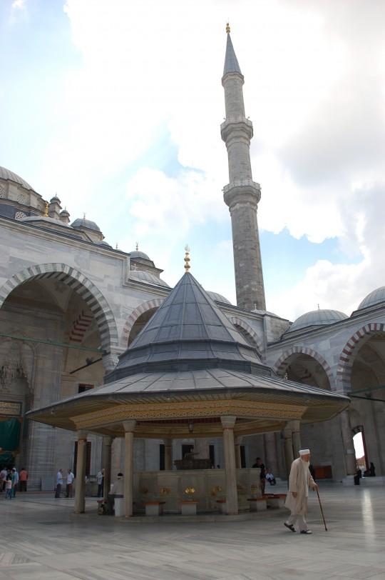 El patio de las abluciones de Fatih.