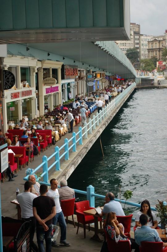 Arriba y abajo del puente Gálata.