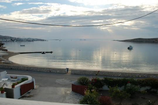 Y el atardecer en la bahía de Parikia.