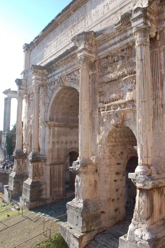 El arco de Vespasiano, en los Foros Imperiales.