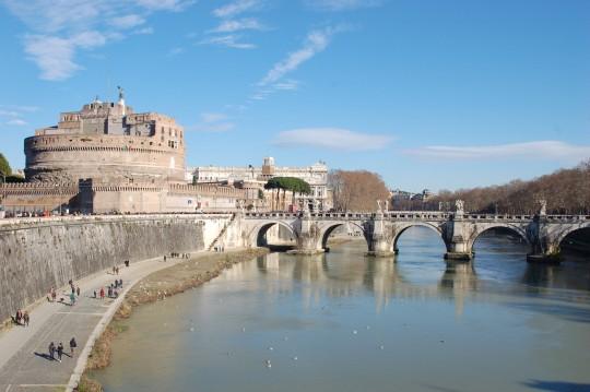 El Castel Sant'Angelo, antiguo mausoleo de Adriano, y el puente del mismo nombre sobre el Tíber.