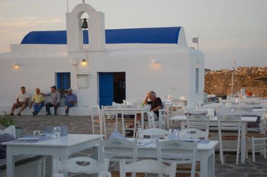 La vida sana en el puertecito de Naussa, en la isla de Paros.