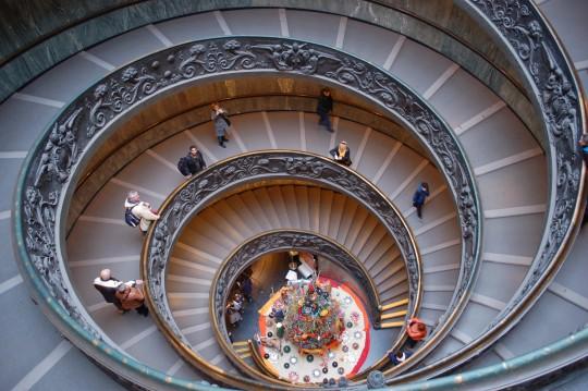 La escalera de salida de los Museos Vaticanos.