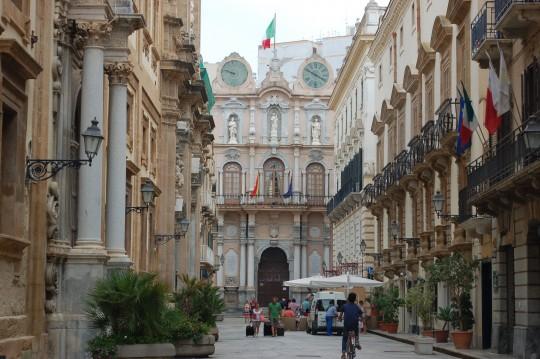 El Palazzo Senatorio, al final del barroco Corso Vittorio Emanuele.