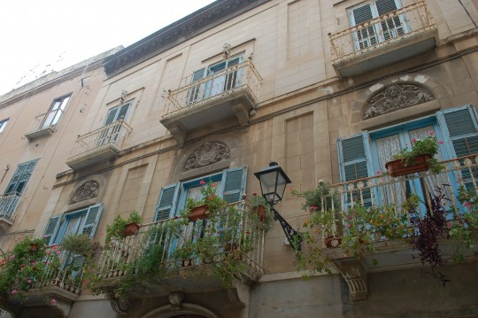Una de las muchas fachadas barrocas en Trapani.