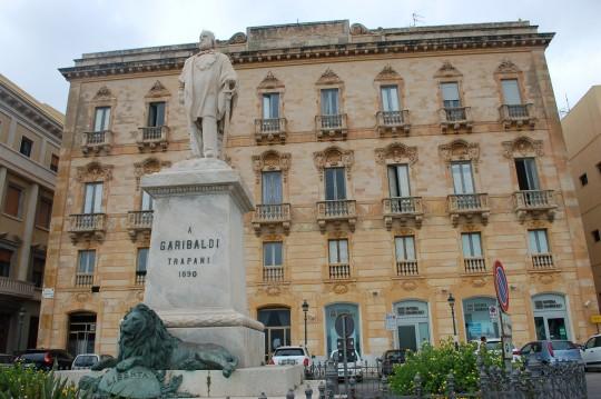 La plaza Garibaldi, con la estatua del gran unificador italiano.