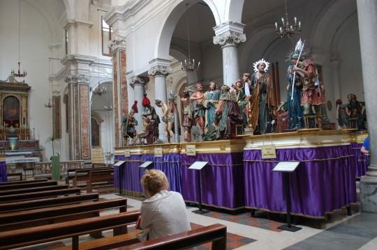 Los 'Misteri' de Trapani, en espera de su salida del Viernes Santo.