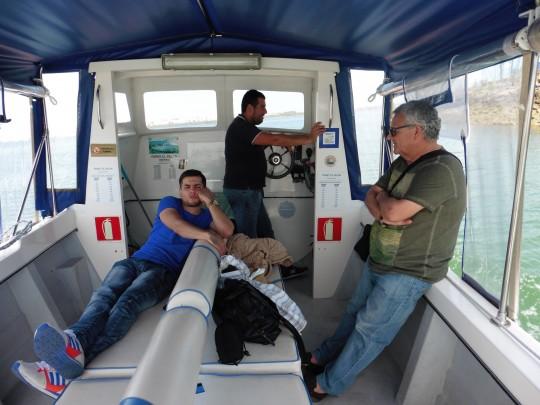 Regreso y conversación en el 'ferry' el Pelón.