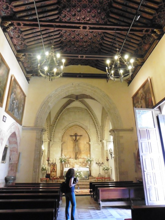 El interior de la pequeña iglesia mudéjar de La Rábida.