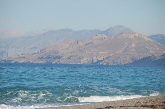 ... y costa escarpada en el sur de Creta.
